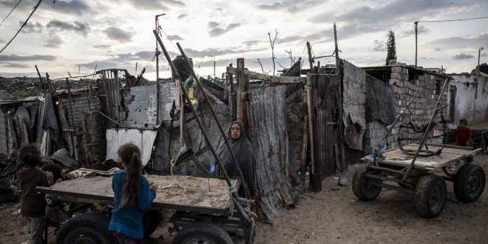 Des associations caritatives turques distribuent des aides aux réfugiés palestiniens au Liban