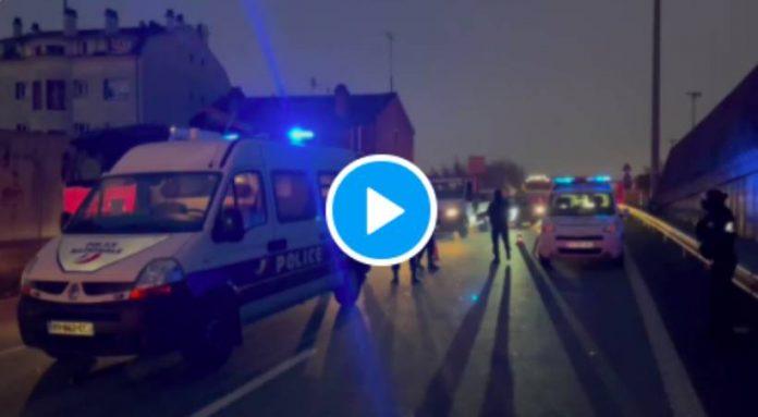 Des policiers contrôlent tous les véhicules sur la musique des Bisounours provoquant d'immense embouteillage - VIDEO
