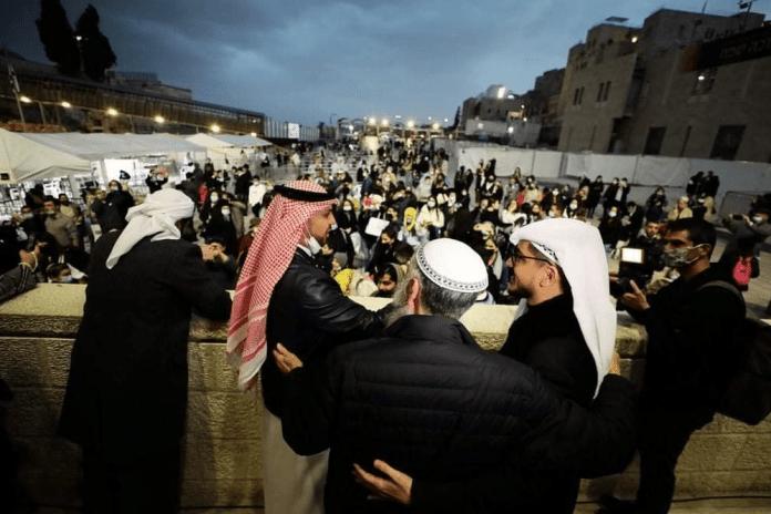 Les Émirats arabes unis et Bahreïn participent à la cérémonie de Hanoukka au Mur occidental de Jérusalem