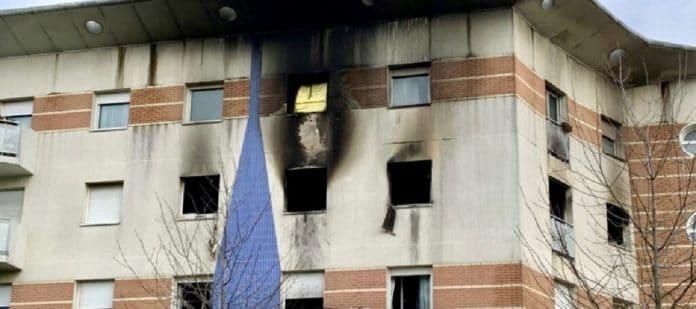 Les Mureaux : une petite musulmane de 10 ans entre la vie et la mort après l'incendie de son appartement