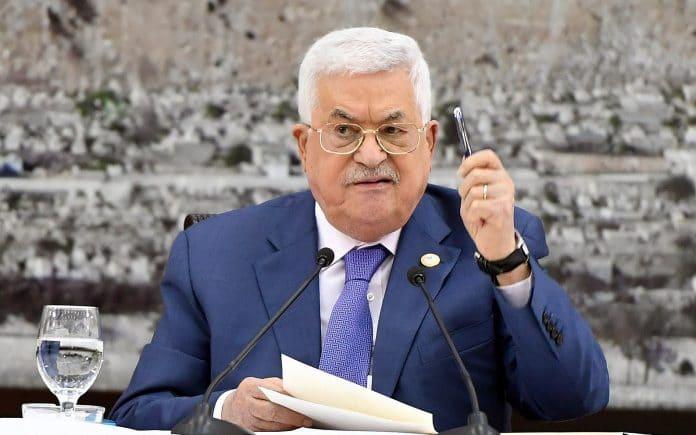 Mahmoud Abbas ordonne à son administration de ne pas critiquer les accords de normalisation des pays arabes avec Israel