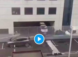 Paris la vidéo du bizutage d'un policier noir menotté à un grillage fait scandale