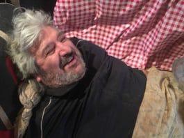Perpignan - un homme de 300 kg, bloqué chez lui des mois, évacué par une grue - VIDEO2 (1)