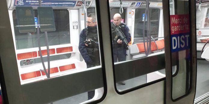 Un individu armé d'un pistolet agresseun passager dans le métro lyonnais