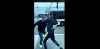 Villeurbanne une violente bagarre éclate entre un chauffeur de bus et un jeune usager - VIDEO