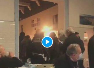 Liberté! Liberté! des clients d'un restaurant chassent les policiers venus faire respecter le confinement - VIDEO