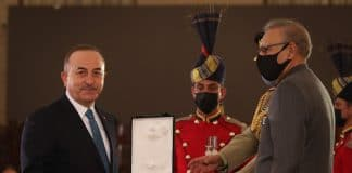 e Pakistan honore le ministre des Affaires étrangères turque
