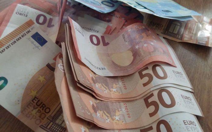 Covid-19 : une femme de 98 ans confinée chez elle découvre un pactole de 475 000 euros