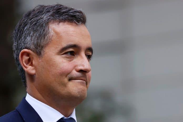 Darmanin suspend un commissaire pour sa carte de voeux raciste