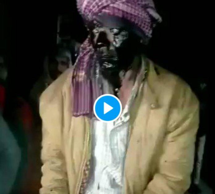 Inde un musulman battu et enduit de peinture noire, forcé à défiler sur un âne comme une bête de foire - VIDEO