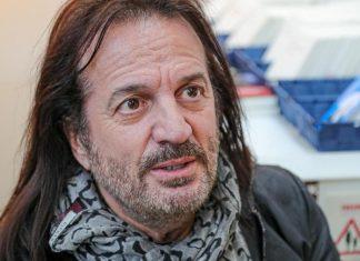 Le chanteur Francis Lalanne appelle l'armée à renverser le gouvernement