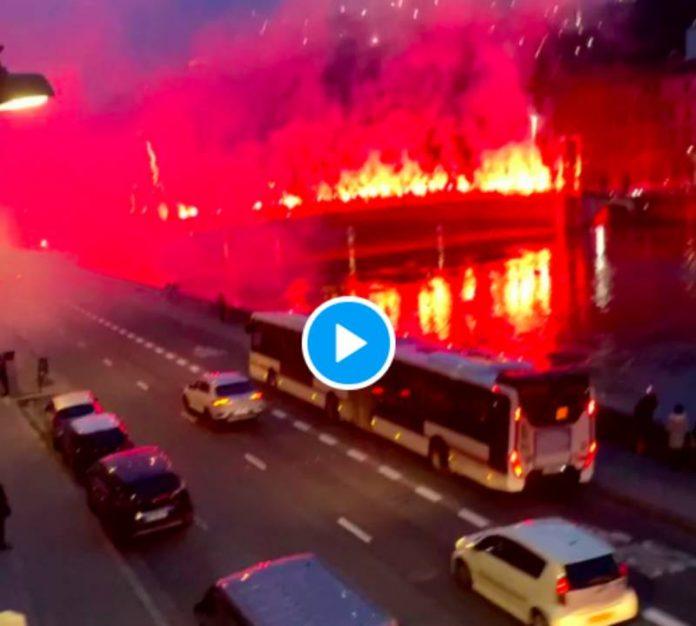 Les supporters du Wydad Casablanca enflamment la ville de Lyon - VIDEO