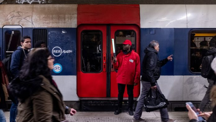 RER A - Une jeune femme traînée au sol et tabassée pour son téléphone portable