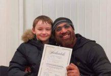 Rudy 9 ans embrasse l'Islam après avoir nourri des sans-abris avec des musulmans - VIDEO