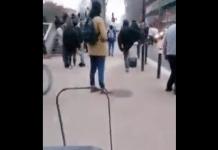 Toulouse une voiture folle fonce sur des manifestants avant de prendre la fuite - VIDEO