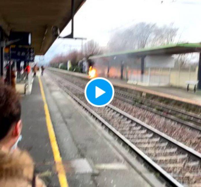 Vigneux-sur-Seine un homme s'immole par le feu dans la gare devant des passagers - VIDEO