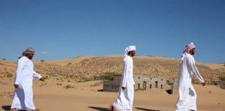 Oman : un village totalement engloutit par le sable découvert dans le désert