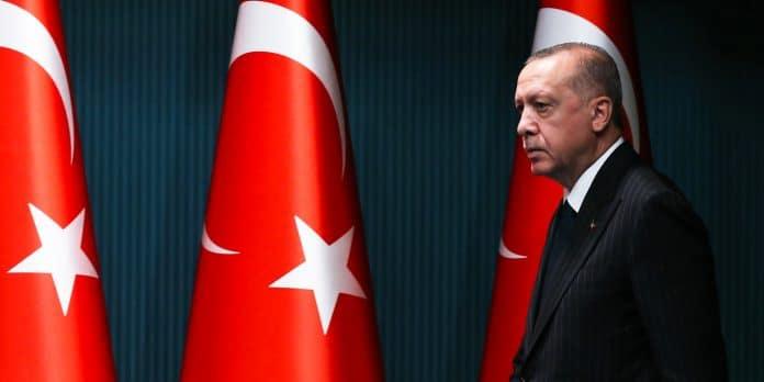 «Vos ancêtres ont tué un million d'Algériens» lance Erdogan à Macron