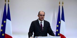 Covid-19 - Jean Castex présente le drapeau français à l'envers en pleine conférence de presse