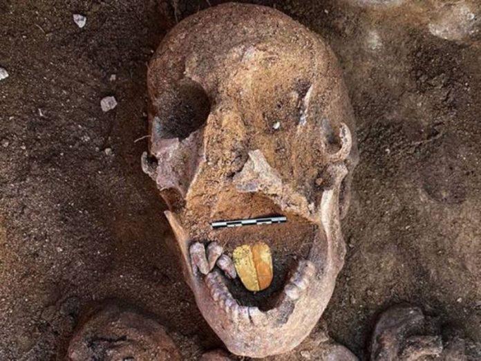Égypte - des momies vieilles de 2000 ans retrouvées avec des langues en or intactes (1)