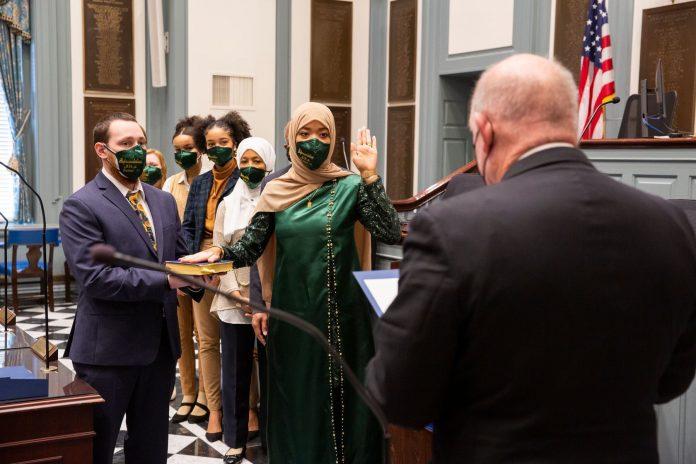 Etats-Unis - la première législatrice musulmane du Delaware prête serment sur le Coran