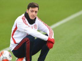 La presse allemande se moque de Mesut Ozil pour avoir chanté l'hymne national turc2