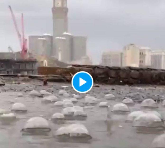 Une forte averse s'est abattue sur La Mecque quelques instants après les invocations des fidèles - VIDEO