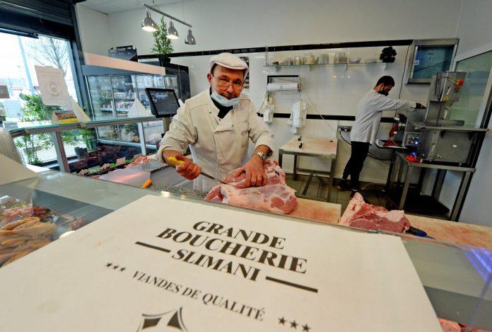 Vénissieux - le boucher Mourad Slimani offre des paniers de viande à plus de 600 démunis