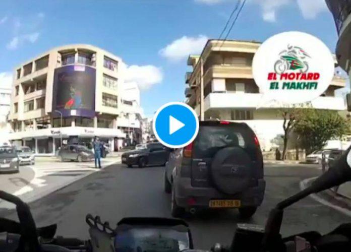 Algérie un chauffard traîne un policier sur plusieurs mètres avant de l'éjecter - VIDEO