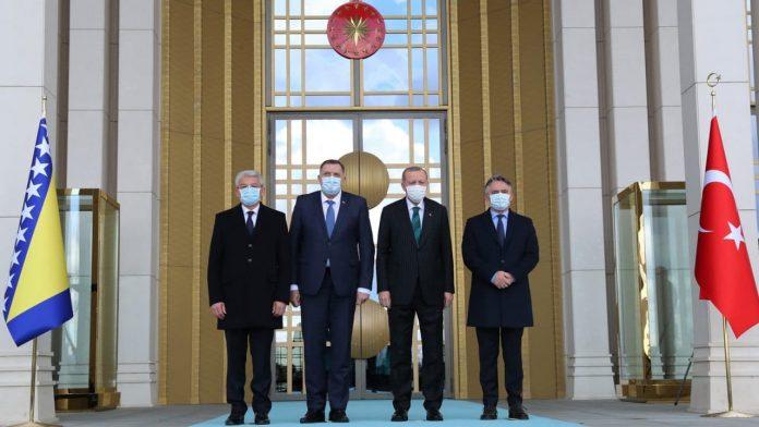 Covid-19 - la Turquie offre des milliers de doses de vaccin à la Bosnie