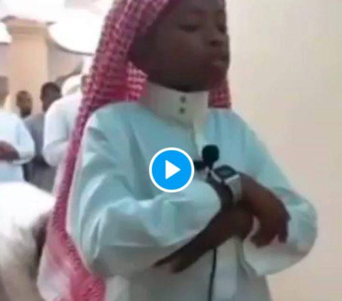 Ramadan magnifique récitation d'un jeune imam de 10 ans lors du Tarawih - VIDEO