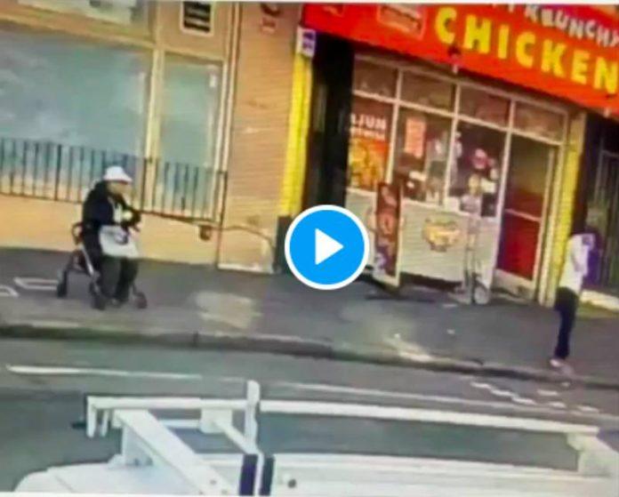 Un homme asiatique de 84 ans éjecté de son fauteuil roulant par un raciste - VIDEO
