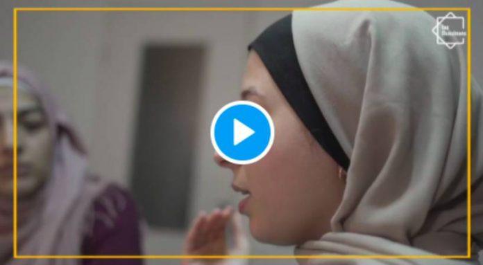 «Pas touche à mon hijab !» les femmes musulmanes s'organisent contre la loi séparatisme - VIDEO