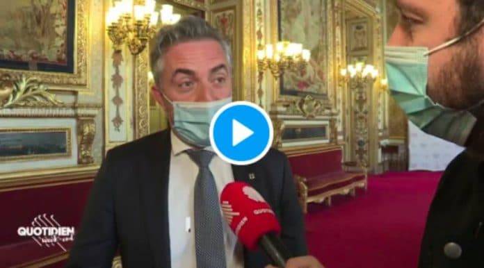 Si les Algériens sont heureux d'être en France qu'ils le montrent avec un drapeau français déclare un sénateur - VIDEO
