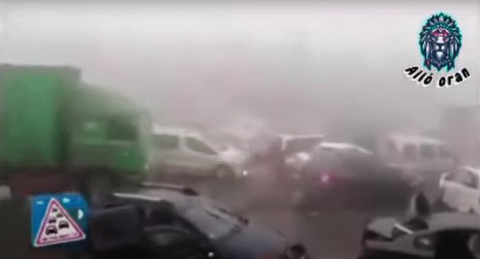 Algérie un immense carambolage sur l'autoroute détruit des dizaines de véhicules - VIDEO