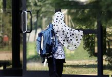 France - les filles autorisées à avoir des relations sexuelles à 15 ans, mais pas à porter le hijab