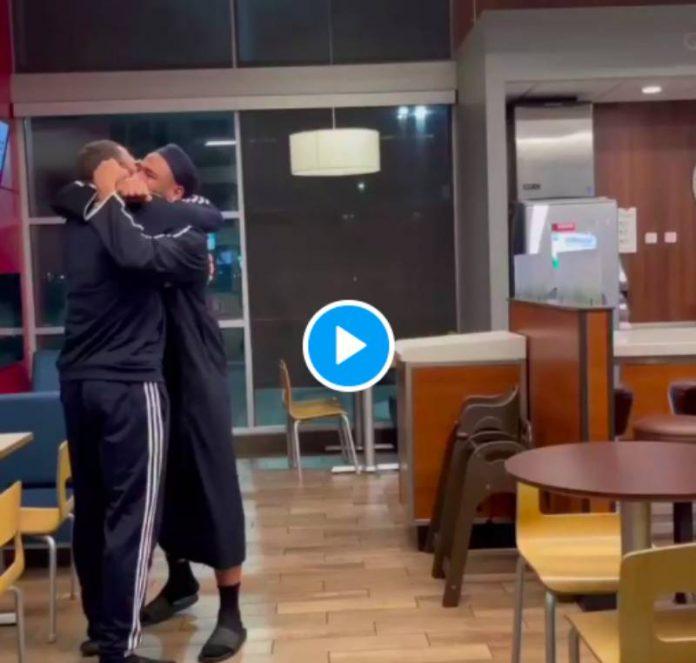 Les jumeaux Muhammad et Musa Abdul Aleem piègent leur père après 2 ans de séparation - VIDEO
