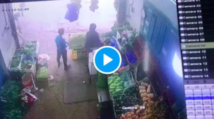 Palestine un enfant reçoit une balle dans l'oeil alors qu'il faisait ses courses dans un magasin - VIDEO (1)