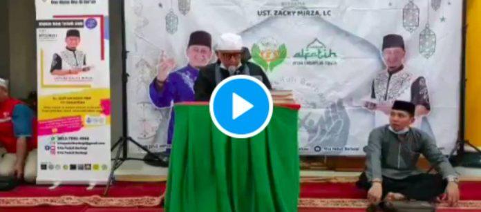Ramadan Un imam perd connaissance pendant qu'il prononce la chahada - VIDEO
