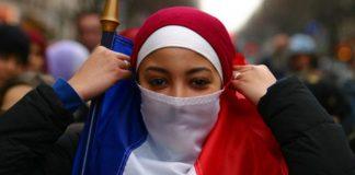 Séparatisme - les internautes s'indignent du projet de loi visant à interdire le hijab aux mineures