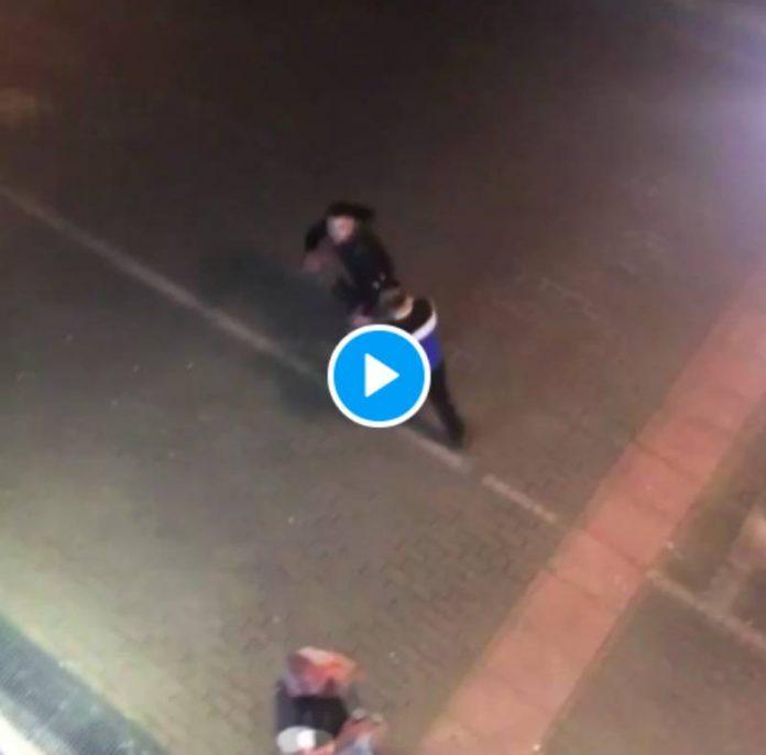 «Espèce de sale noir» un homme tabasse un livreur et profère des insultes racistes - VIDEO
