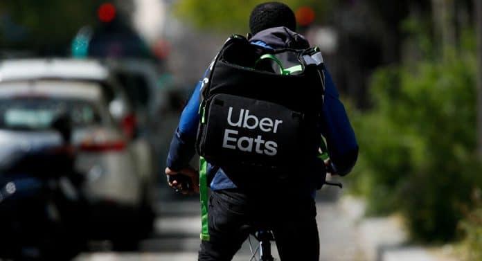 Dépêche-toi esclave - Yaya, livreur Uber Eats reçoit un message raciste d'une cliente
