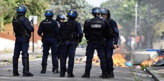 Des policiers qualifient les jeunes de quartier de «bâtards» lors d'échanges téléphoniques