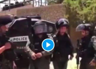 Des soldats israéliens lancent des grenades sur des musulmans en pleine prière - VIDEO