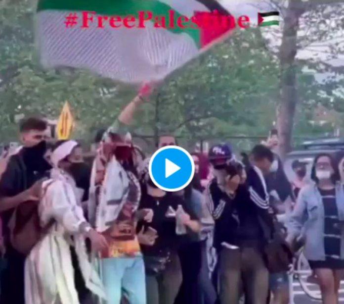 Le top model Bella Hadid rejoint la marche pour la Palestine à New York - VIDEO