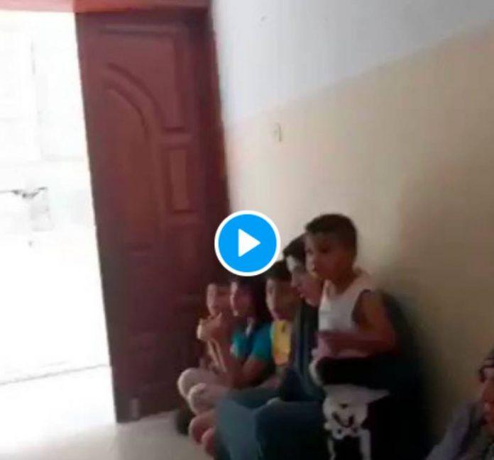 Une famille palestinienne prie Allah dans leur maison avant de se faire bombarder - VIDEO