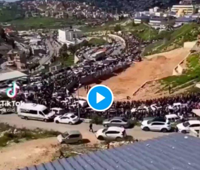Une foule immense venue de toute la Palestine se dirige vers Al-Aqsa - VIDEO