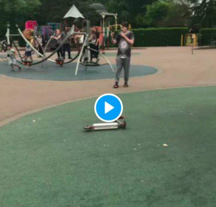 « Je vais te poignarder moi-même ! » Des adolescents agressent violemment une famille musulmane dans un parc - VIDEO
