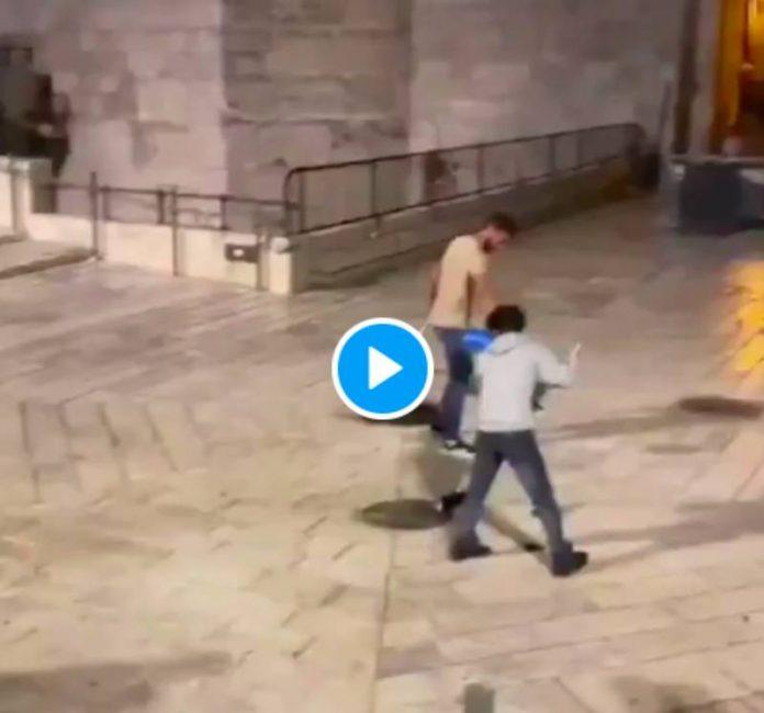 Al-Asqa après la «Marche des drapeaux» des colons israéliens, les Palestiniens désinfectent l'esplanade des mosquées - VIDEO