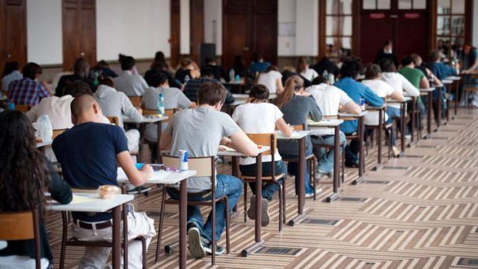 Algérie : 64 étudiants condamnés à de la prison ferme pour avoir triché au Bac